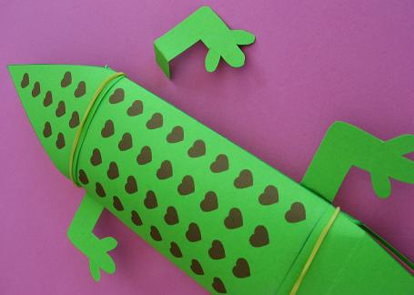 pillow-box-alligator-007.jpg