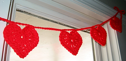 crochet-heart-garland-3