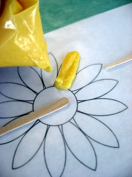 sunflower-cupcake-topper-piping