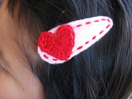 bella-wearing-hairclip