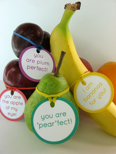 lunchbox printable messages tied to fruit with rubber bands
