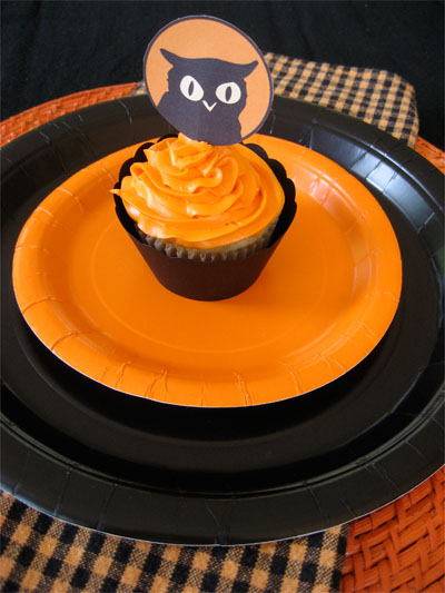 FreeHalloweenCupcakeTopper2