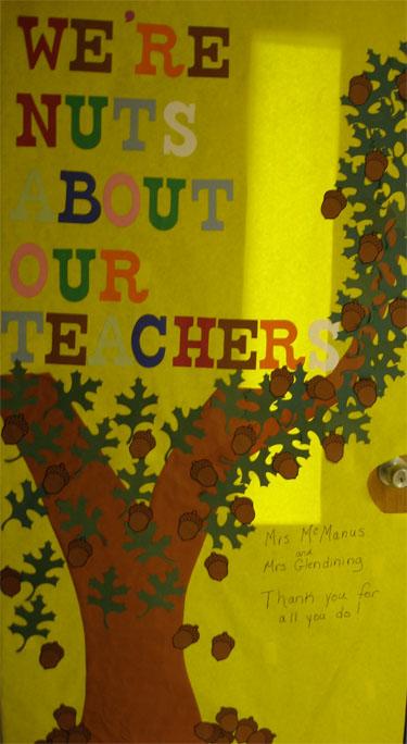 Classroom Door Decoration Teacher Appreciation Week : Room mom decorating the classroom door for teacher