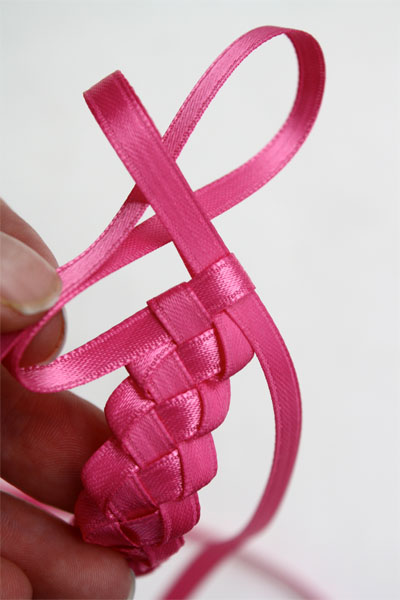 http://www.skiptomylou.org/wp-content/uploads/2010/08/braided-headband-6.jpg