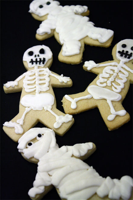 SKELETON AND MUMMY HALLOWEEN SUGAR COOKIES