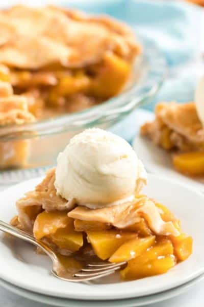 slice peach pie with ice cream