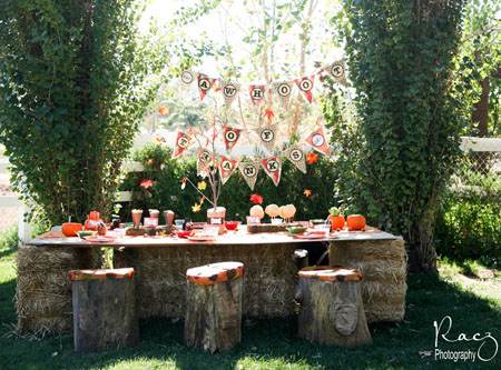 outdoor thanksgiving kids table idea logs as chairs