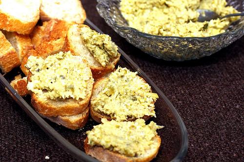 artichoke olive crostini