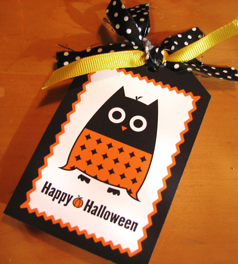 Free printable Happly Halloween owl tag with polka black and white polka dot and orange ribbon. The owl is black and orange on a white background with orange and black trim.