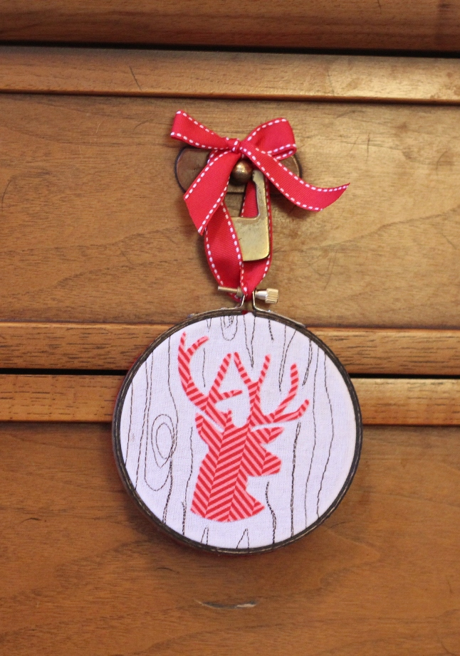 Embroidery Hoop Ornament With Free Motion Faux Bois Skip