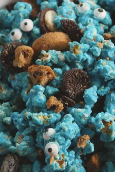 popcorn with cookies