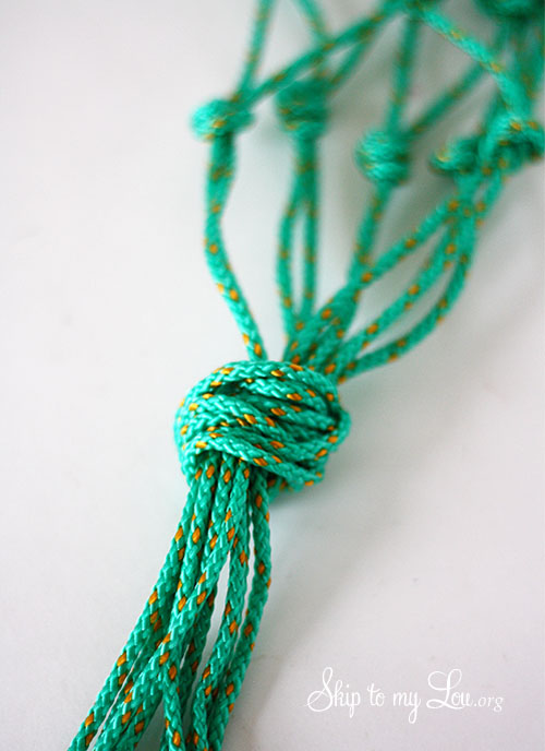 macrame hanging holder
