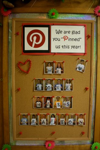 Teacher door decorating ideas families teachers awesome for Idea for door gift