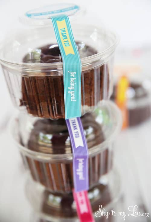 you take the cake lables on mini round take out containers in a stack