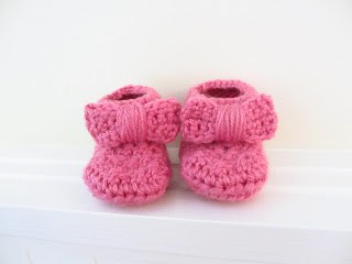 crochet booties with bow