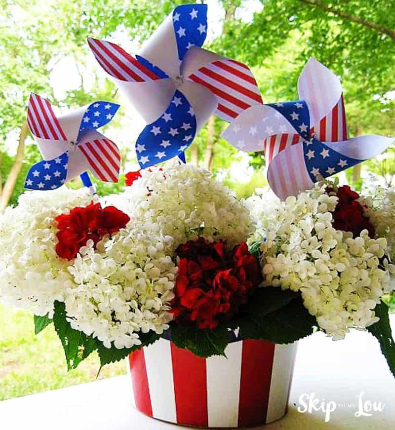 fourth of july centerpiece flowers and pinwheels