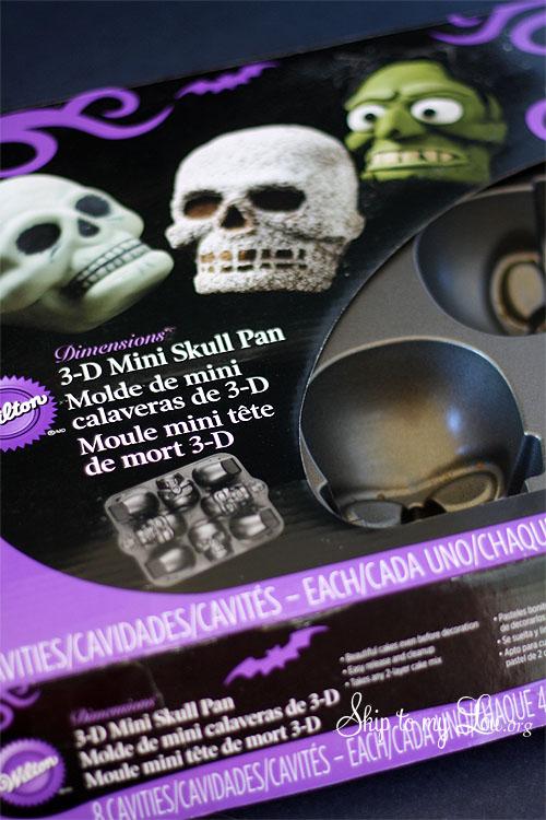 Wilton 3-D Mini Skull Pan