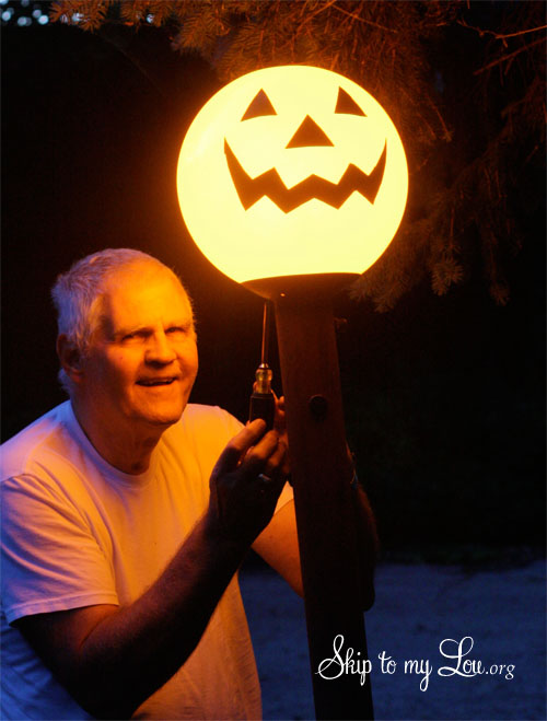 jack-o-lantern light post