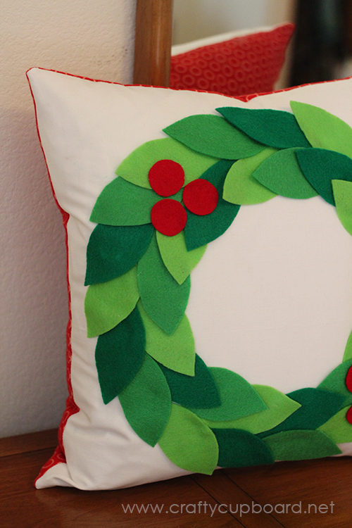 Easy Holly Wreath Pillow