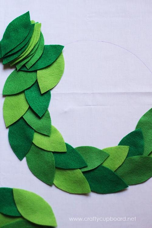 Holly Wreath Leaf Layout