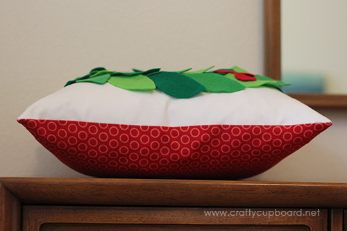 Holly Wreath Pillow Side
