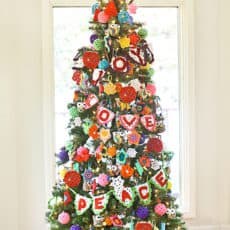 Crochet-Ornament-Decorated-Christmas-Tree.jpg