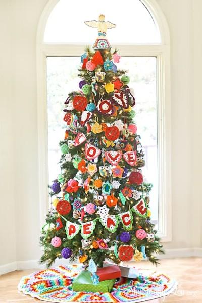 Crochet-Ornament-Decorated-Christmas-Tree.jpg