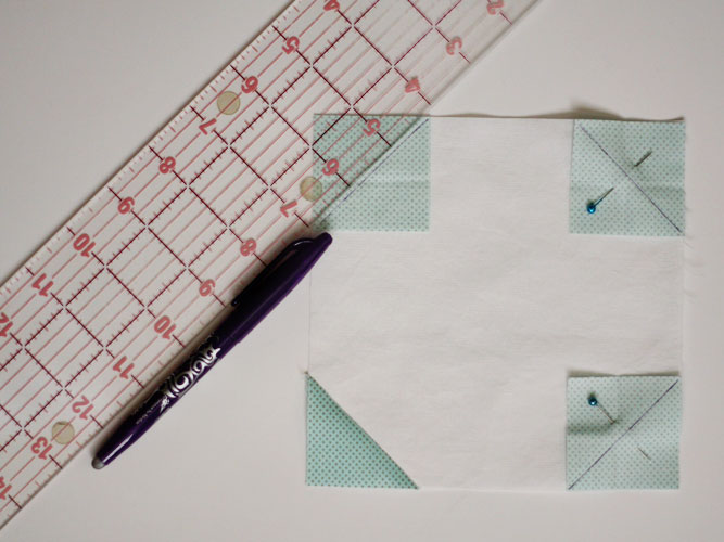 Skiptomyloupinitsnowmantablerunner-attaching-accent-squares