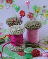 Yarn spool pincushion pattern