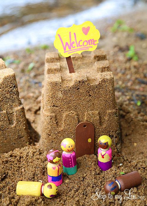 sand castle play figures