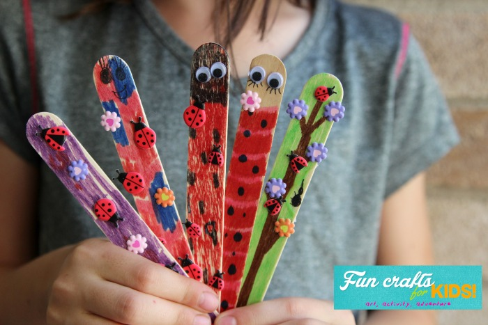 These simple popsicle stick bookmarks are a great activity for kids and make fun gifts too!