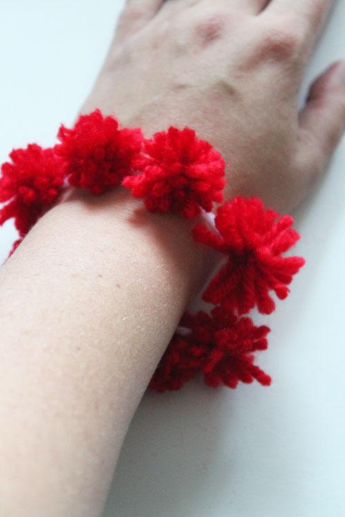 make a pom pom bracelet