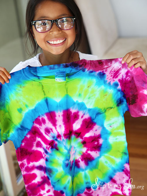How to spiral tie dye skip to my lou for Making a tie dye shirt