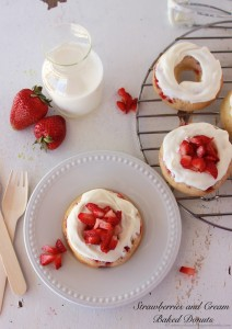 Strawberries-and-Cream-Baked-Donuts*(2)