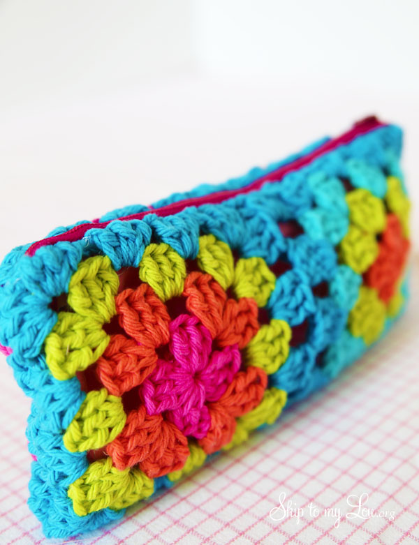 crochet granny square pouch with zipper