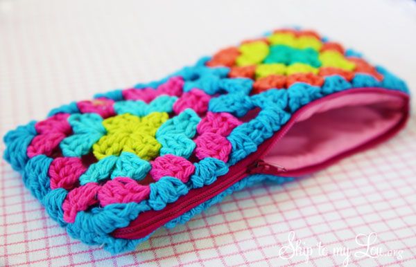 Crochet Zipper Pouch Tutorial : Crochet Granny Square Zippered Pouch Tutorial Skip To My Lou