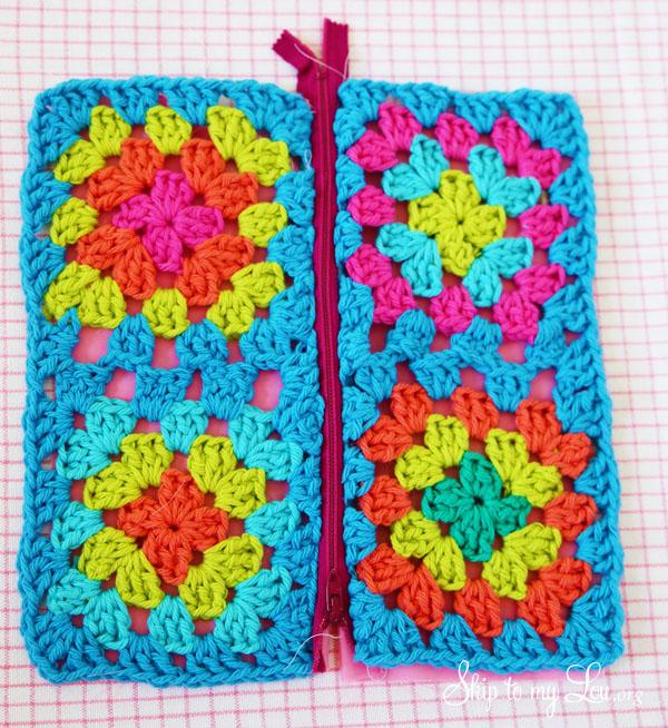 granny square pouch s zipper step 5