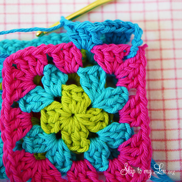 how to join granny squares step 4