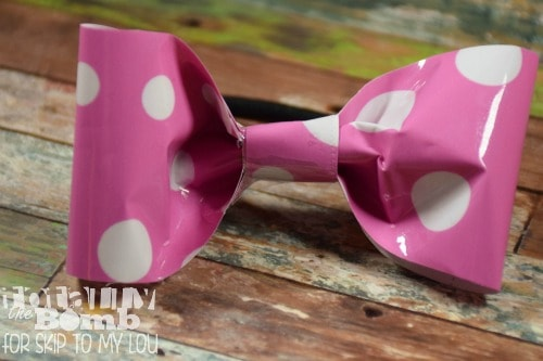 make a hair bow out of wrapping paper