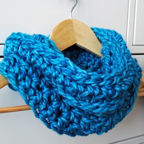 Easy-Crochet-Cowl-by-inspirednest