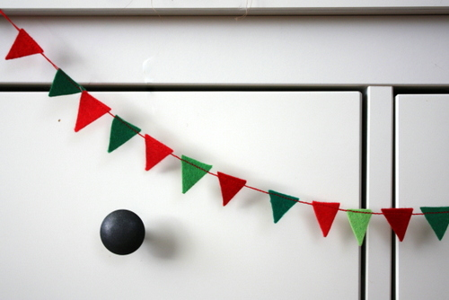 Felt-mini-pennants-bunting-tutorial
