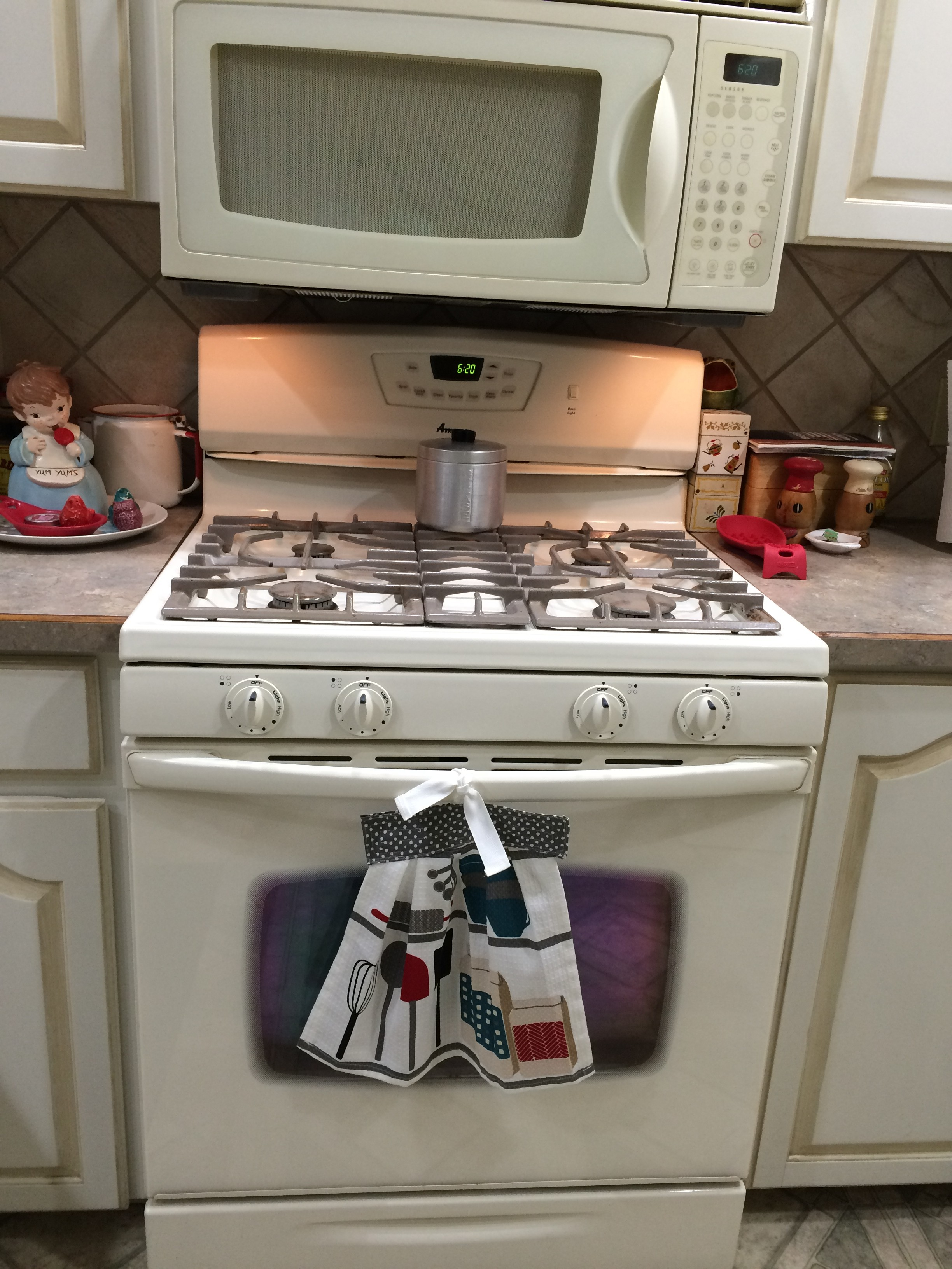 Kitchen towel hanging ideas - Kitchen Towel Hanging Ideas If Using A Non Directional Print You Should Be Able To