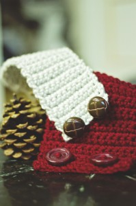 button crochet coffee cozy