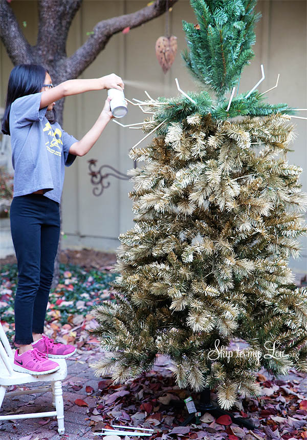 Have the most beautiful Christmas tree with this DIY Gold ...