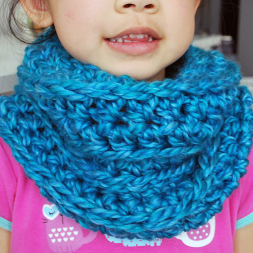 easy-crochet-cowl-by-inspirednest3