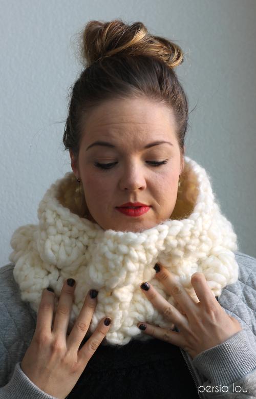 super chunky crochet cowl 4