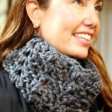 crochet-cowl-worn-by-Jen-Hadfeld-skiptomylou.org_.jpg