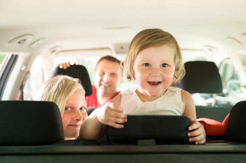 8 ways to entertain kids on a road trip