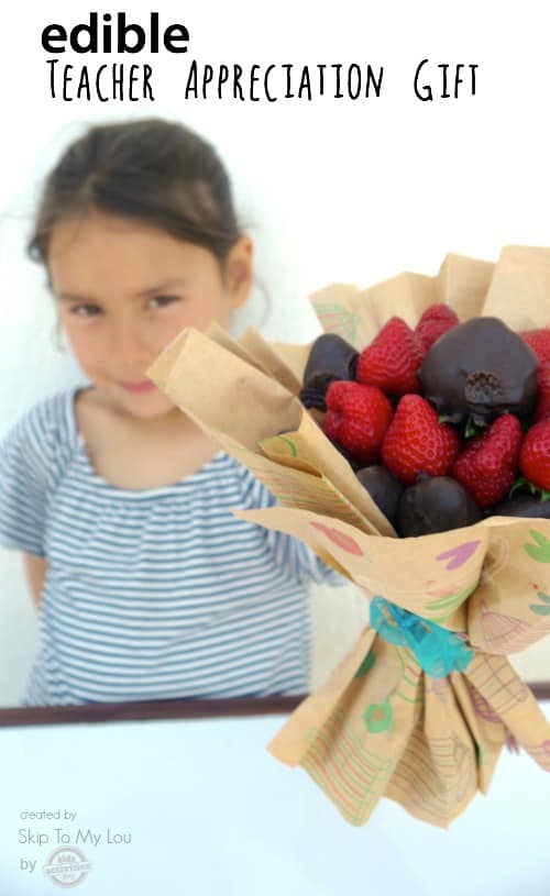make an edible chocolate strawberry bouquet