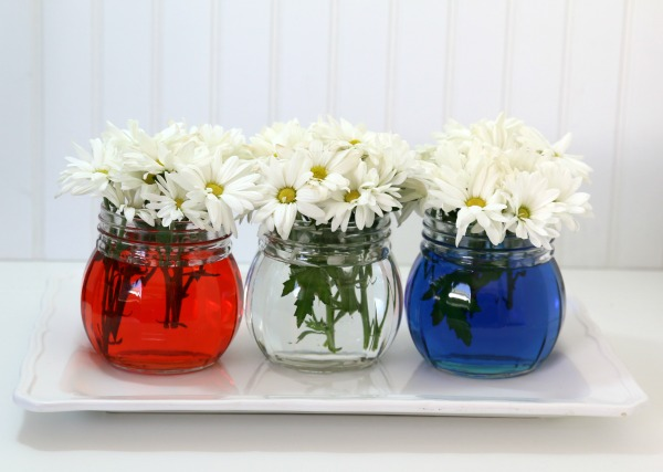 4th of July, Patriotic red white and blue table decor | TodaysCreativeLife.com
